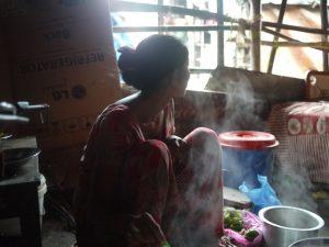 チャイを淹れてくれた貧民街の女性